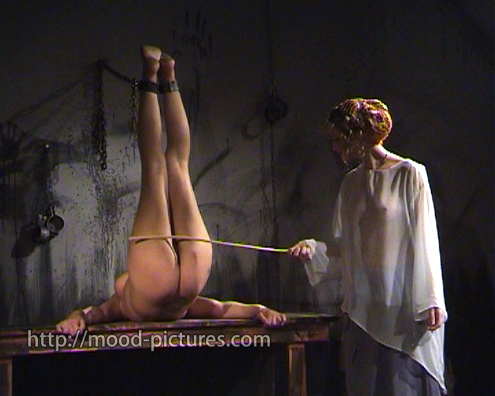 Порка розгами рабынь онлайн, порно с чувственными